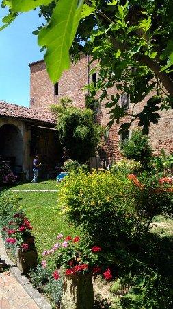 Castagnole Monferrato, Włochy: cortile esterno molto gradevole