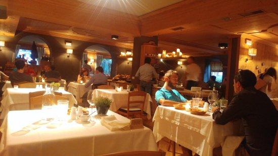 Hotel La Genzianella: A very woody and cozy restaurant