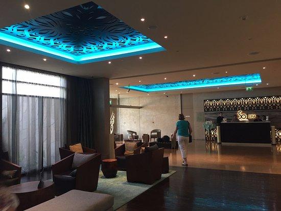 Pool area sofitel dubai the palm resort spa picture for Best spa hotel dubai