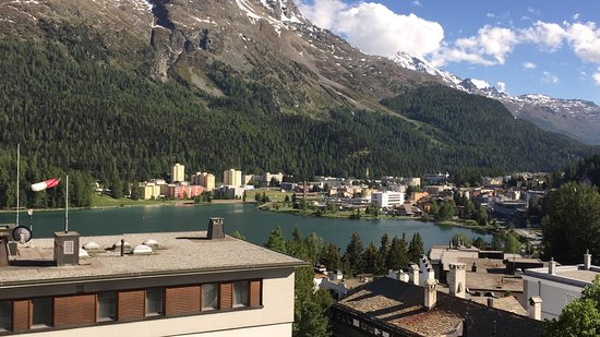 Hotel Schweizerhof: View from balcony in morning