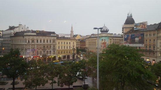 Courtyard Budapest City Center: 20170523_192345_large.jpg