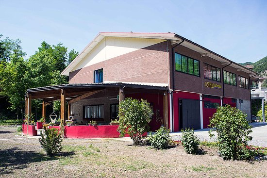 Emilia-Romagna, Italy: Ostello Valtrebbia, immagine della struttura dall'esterno