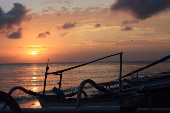 Apa Kabar Villas: Beautiful spot to watch the sunrise and the fishermen come in