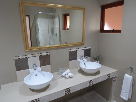 Rivonia, South Africa: Deluxe Suites - Double Vanity