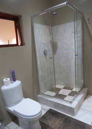 Rivonia, South Africa: Deluxe Suites - Big Bath & Shower