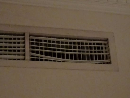 Executives Hotel : A/C Grill in the Suite