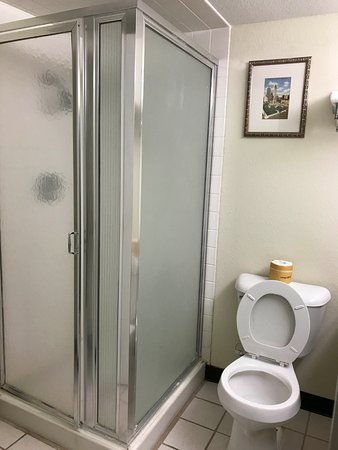 Urbana, IL: Guest Bathroom