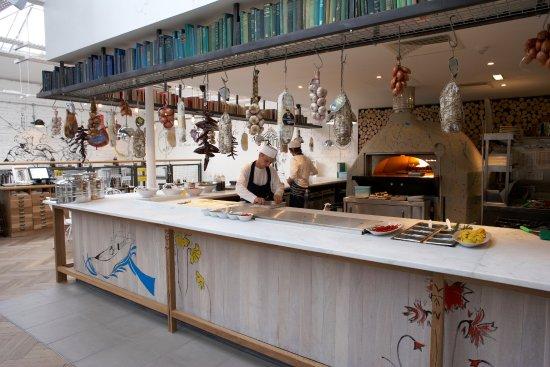 Zizzi -  Glasgow West End: Open kitchen