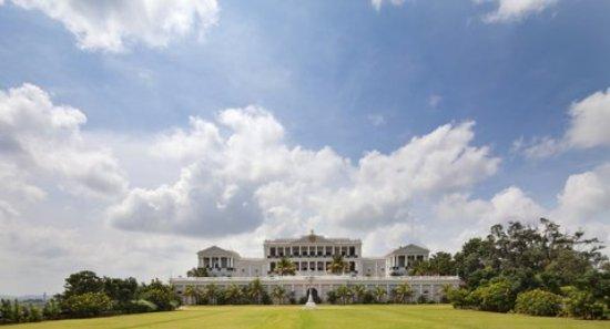 Taj Falaknuma Palace: 170692436_l_large.jpg