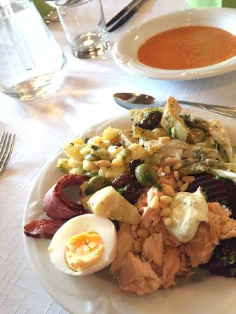 Seinajoki, Finlandia: Ihana arkilounas; kylmät ruuat alkuruokabuffetista, lisäksi tomaattikeitto (yhteensä 15€)