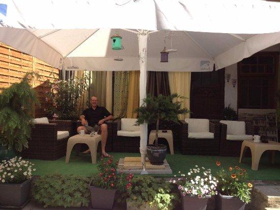 Hotel  Studio: Sitting area opposite