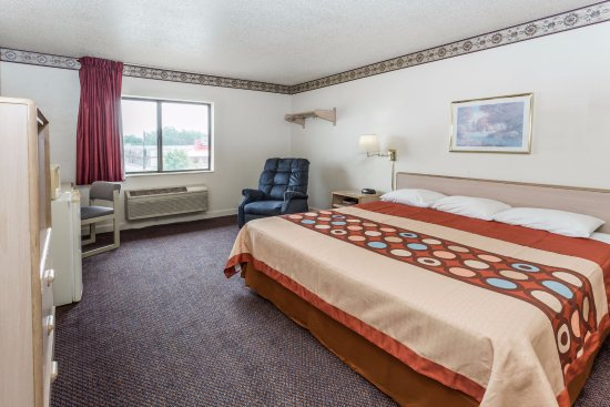 Morris, IL: KING SIZE BED