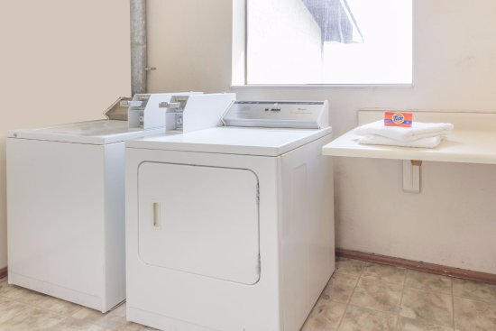 Morris, IL: Laundry Room