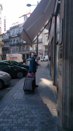 Vera Cruz Porto Hotel: Na rua do hotel-Ramalho Ortigão