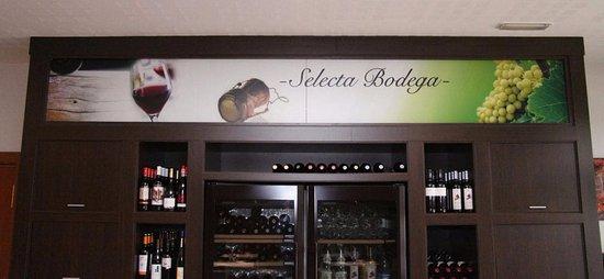 Utebo, إسبانيا: Bodega del restaurante Octava Milla