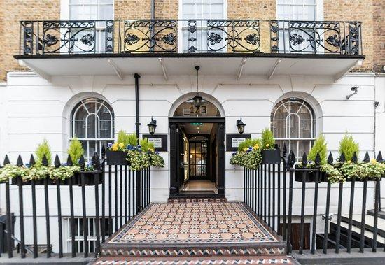 Park Avenue Baker Street: Front entrance.