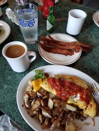 Anne Marie's Cafe: Great hidden Gem. Awesome service, great food and the bacon! Comfy atmosphere. GO!