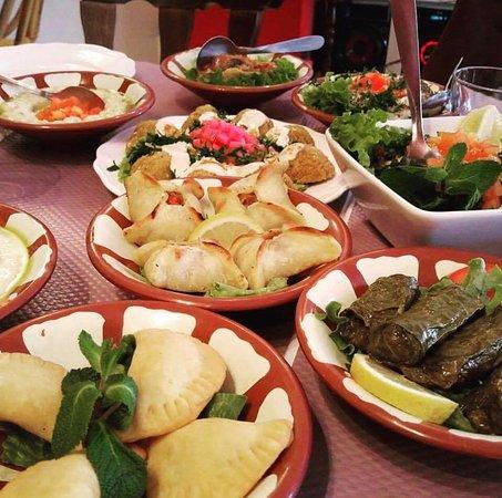 Ile-de-France, Francia: Les mézzé , une spécialité libanaise.