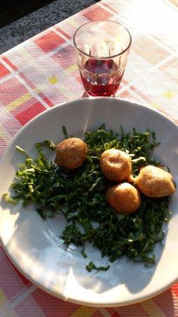 Perledo, Italie : La polenta fritta con formaggio.... mammia che bontà!