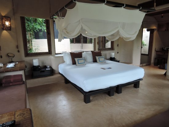 Schlafzimmer als Himmelbett - Picture of The Naka Island, A Luxury ...