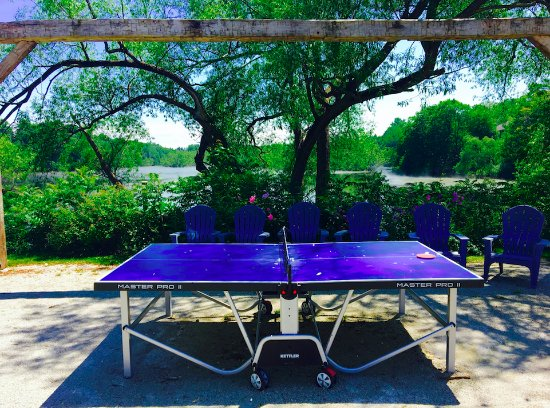 Thornbury, Canada: Ping Pong with a view!