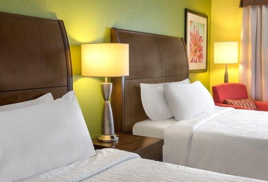 Englewood, CO: Queen Beds Room