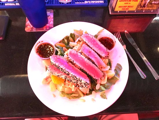 Shallotte, Βόρεια Καρολίνα: Asian Yellowfin Tuna Salad (large tuna portion)