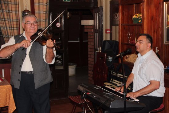 Karikás Restaurant and Hotel : Live music