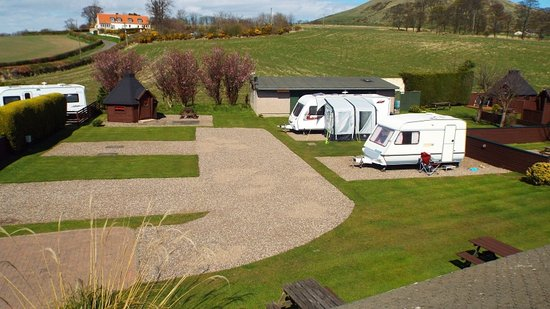 Lundin Links, UK: Level hard standing pitches with EHU