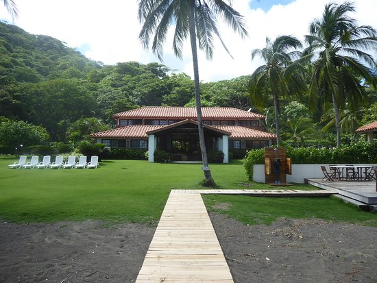 Cambutal, Panamá: The back of the hotel facing the ocean.