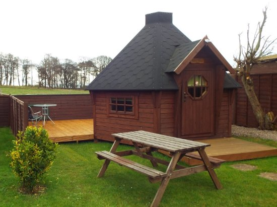 Lundin Links, UK: Gretel Posh Pod, a double bed, fridge, microwave, kettle & TV
