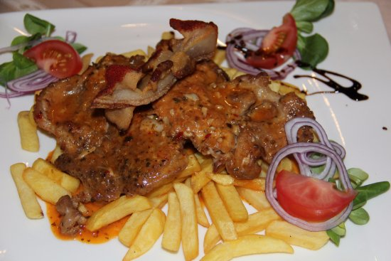 Karikás Restaurant and Hotel : Gipsy roast whipper with french fries