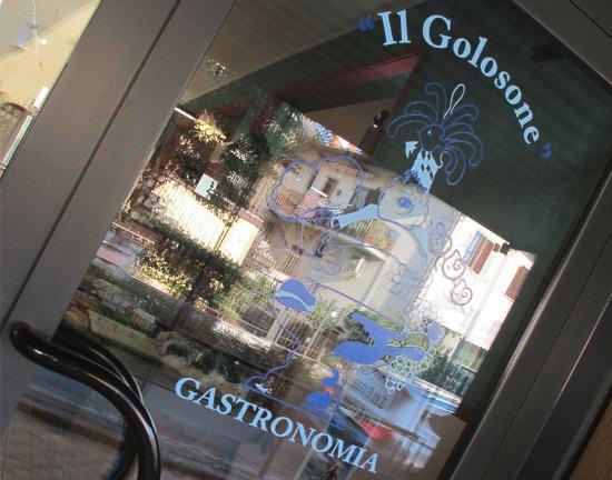 Sarnico, Italy: Entrata negozio