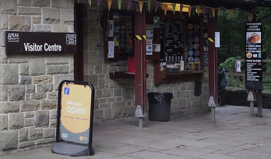 Parco nazionale di Peak District, UK: Excellent place to get a warm snack or an icecream and a drink
