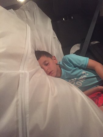 Villa Montana Beach Resort: Son sleeping on my wedding dress 11:30 pm at night while we wait to be moved to another room
