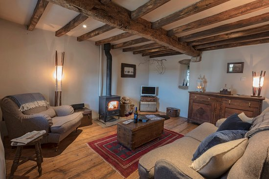 Ravenstonedale, UK: The Shepherd's Cottage cosy yet specious lounge