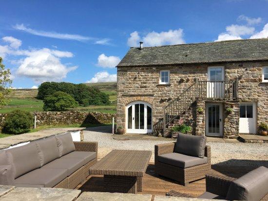 Ravenstonedale, UK: Angel Barn's outdoor lounge