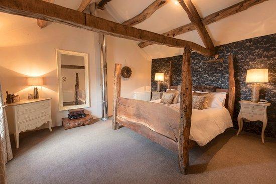 Ravenstonedale, UK: The Shepherd's Cottage - handmade 4 poster bed