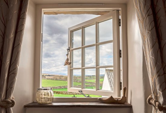 Ravenstonedale, UK: Amazing views from the bedroom of Shepherd's Cottage