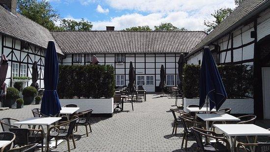 Houthalen, Belgium: terras afgesloten van de wind en beschut tegen de zon