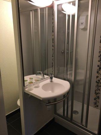 Hôtel rénové en début d\'année 2017 Chambre Salle de bain ...