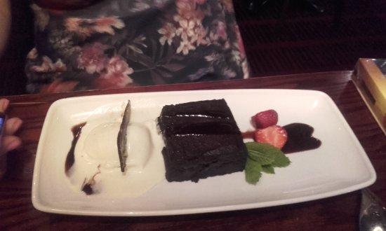 Bexley, UK: Gooey delicious chocolate brownie
