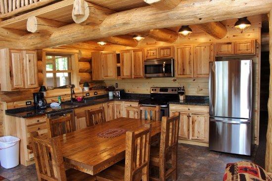 Bigfork, MN: Jack Pine cabin - large open kitchen