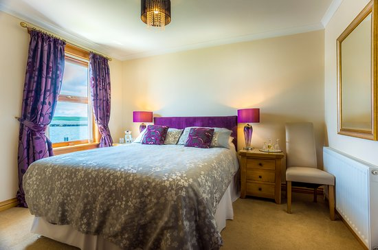 Cairnryan, UK: Loch view double en-suite room
