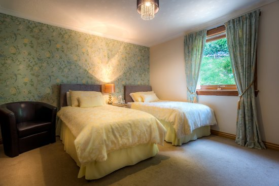 Cairnryan, UK: Twin en-suite room with a garden view