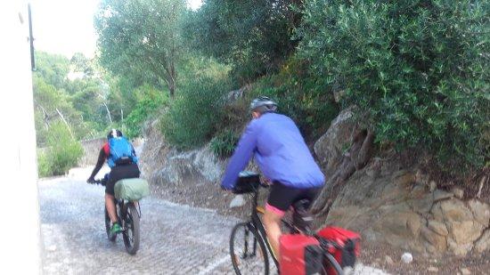 Guincho Wayra House: PILGRIMS by biking going to Camino de Santiago to Compostela Spain