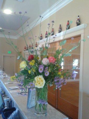 Jeff Runquist Wines: Garden Bouquet in the main tasting room