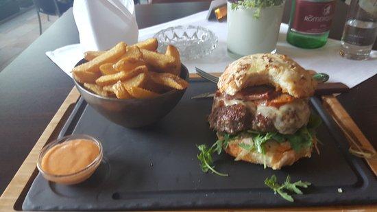 """Hotel Edelweiss: Sehr leckerer Burger im Restaurant """"Einkehr"""""""