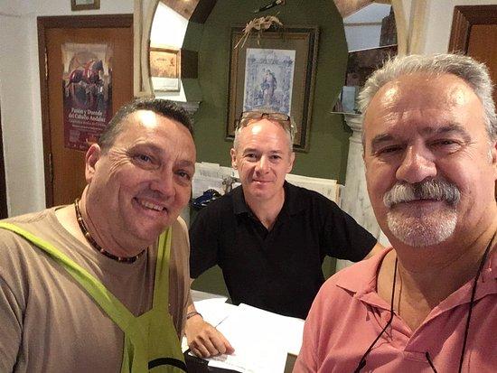 Los Omeyas Hotel: En la recepción con Javier Arroyo