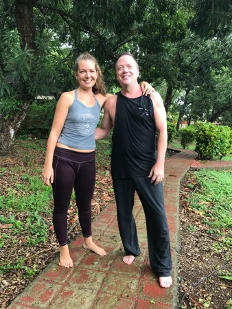 Montezuma Yoga : Silvia and I after a very sweaty (for me) class